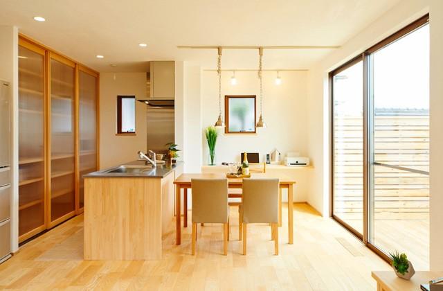 グッドホームかごしま 子ども達のことを考えて室内の空気環境を守る漆喰と無垢の家「ウッドライフハウス」 (鹿児島市明和)