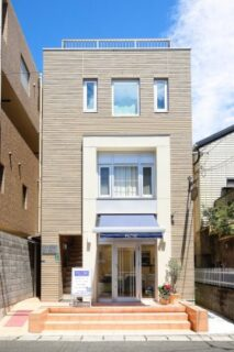 外観 夫婦の夢をかなえてくれた店舗付きコンパクトハウス「25坪の敷地を最大限に活かした4階建て」