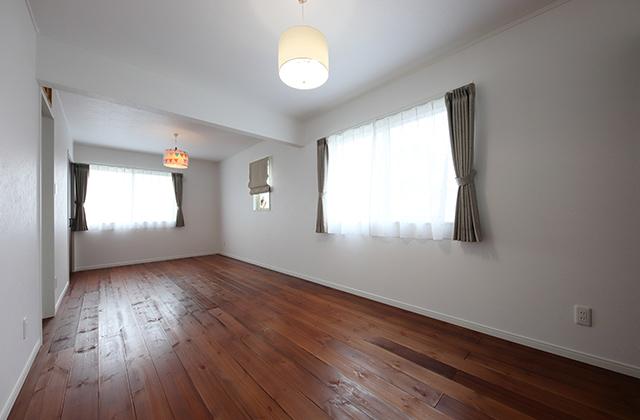 鹿児島市坂之上3丁目モデルハウス「フレンチバニラ色の塗り壁に茶色の窓枠が映える南欧風の家」(鹿児島市)