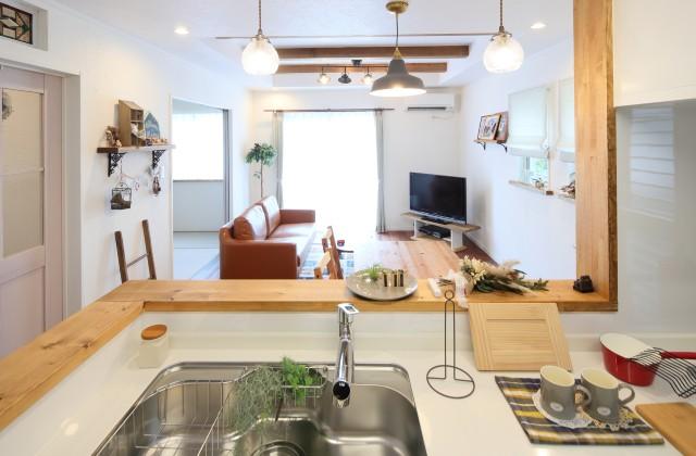 キッチンからの眺め - J・M・C - 建築事例 - 無垢材&漆喰塗り壁 カフェのようなホッとするかわいいお家