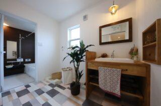 洗面スペース - J・M・C - 建築事例 - 無垢材&漆喰塗り壁 カフェのようなホッとするかわいいお家