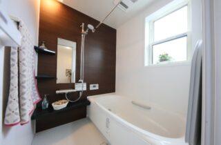 バスルーム - J・M・C - 建築事例 - 無垢材&漆喰塗り壁 カフェのようなホッとするかわいいお家