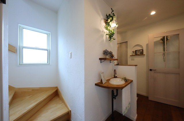 階段 - J・M・C - 建築事例 - 無垢材&漆喰塗り壁 カフェのようなホッとするかわいいお家