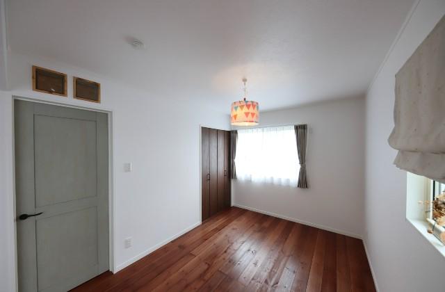 子供室 - J・M・C - 建築事例 - 無垢材&漆喰塗り壁 カフェのようなホッとするかわいいお家