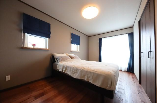 寝室 - J・M・C - 建築事例 - 無垢材&漆喰塗り壁 カフェのようなホッとするかわいいお家