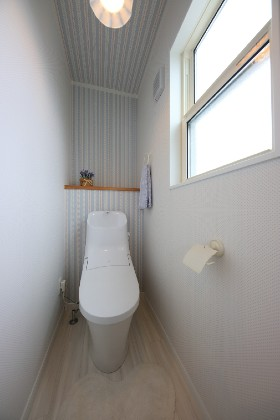 トイレ - J・M・C - 建築事例 - 無垢材&漆喰塗り壁 カフェのようなホッとするかわいいお家