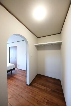 Rの入り口 - J・M・C - 建築事例 - 無垢材&漆喰塗り壁 カフェのようなホッとするかわいいお家