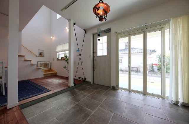 土間 - かわいい見た目だけじゃない塗り壁&第2のリビングになる土間のある家 - 施工事例 - JMC