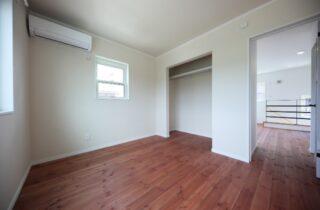 寝室 - かわいい見た目だけじゃない塗り壁&第2のリビングになる土間のある家 - 施工事例 - JMC