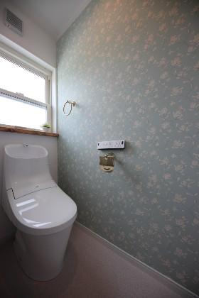トイレ - かわいい見た目だけじゃない塗り壁&第2のリビングになる土間のある家 - 施工事例 - JMC