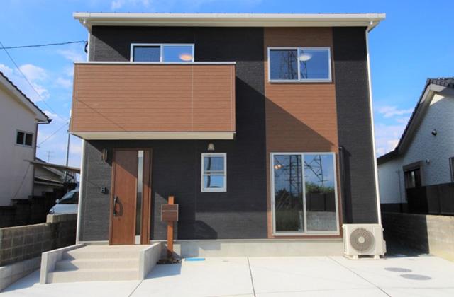 かえるホーム 外観にウッド調でアクセント 高級感のある4LDK2階建て