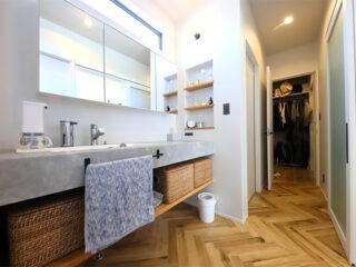 見通しの良い場所にあるいろいろ使える小上がり和室がある家-カマダの家
