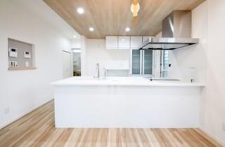 国分ハウジング 建築事例 フラット対面タイプのキッチン
