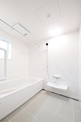 国分ハウジング 建築事例 1.25坪の広々浴室