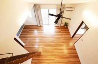 国分ハウジング 建築事例 勾配天井リビング