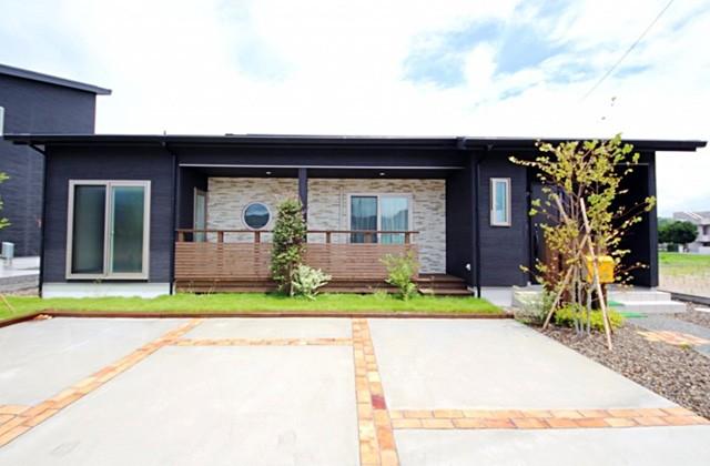 国分ハウジング くすの木タウン平屋モデル「丸い小窓がおしゃれな家賃並みで実現する高性能スマートハウス」(姶良市)