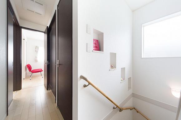 階段から2階へ - 子育て・家事ラクな家づくりの間取りプラン - 建築事例 - レオハウス