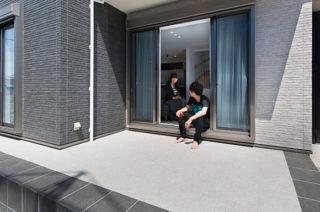 庭 - 趣味のDJを楽しむ遮音性が高いおしゃれなLDKのある家 - 建築事例 - ヤマダレオハウス