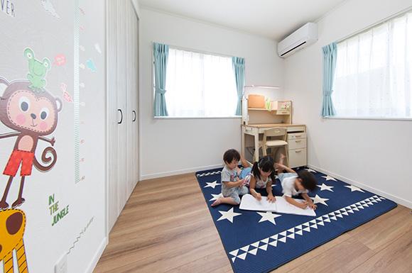 子供室 - 元気な子供達がのびのびと遊べる赤い屋根のかわいい平屋 - 建築事例 - ヤマダレオハウス
