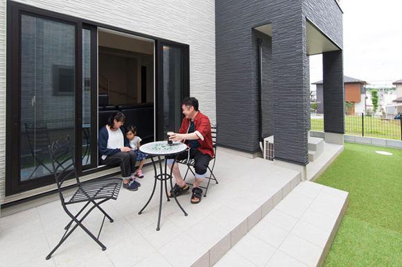 庭 - 心地よい吹き抜けがある洗練されたホテルライクな家 - 建築事例 - ヤマダレオハウス