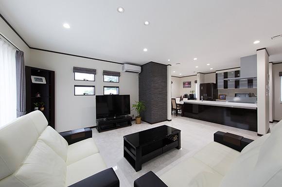 LDK - 広々としたリビングに家族団らんが広がる二世帯住宅 - 建築事例 - レオハウス
