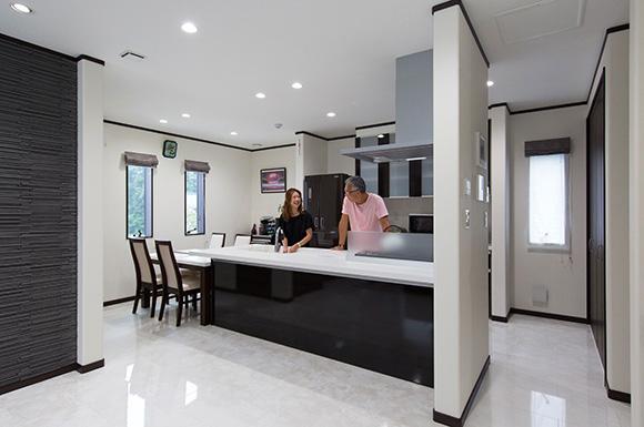 キッチン - 広々としたリビングに家族団らんが広がる二世帯住宅 - 建築事例 - レオハウス