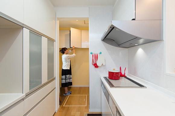 家事動線 - 夫婦2人の暮らしをゆったりと豊かに楽しむウッドデッキのある平屋 - 建築事例 - レオハウス
