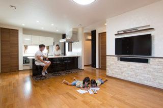 リビング - 家事導線にこだわった安心して子どもを見守られる平屋 - 建築事例 - ヤマダレオハウス