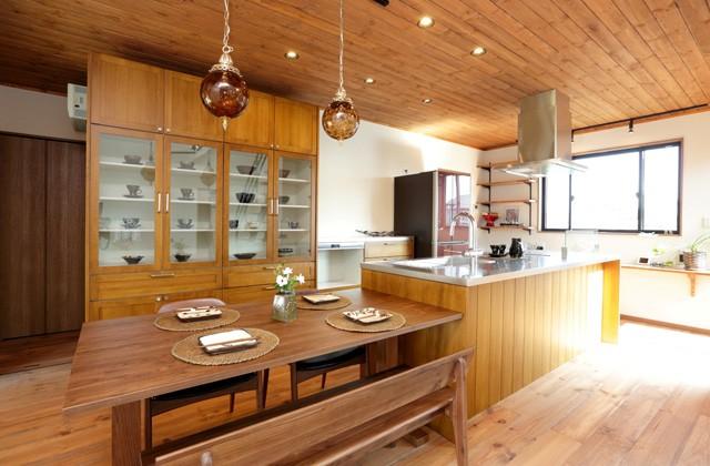 万代ホーム 高台から絵画のような眺望を楽しみながら料理ができる家