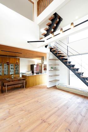 鉄骨スリット階段 - 万代ホーム