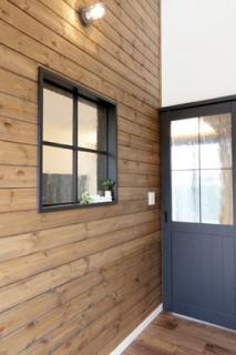 万代ホーム 室内の装飾窓