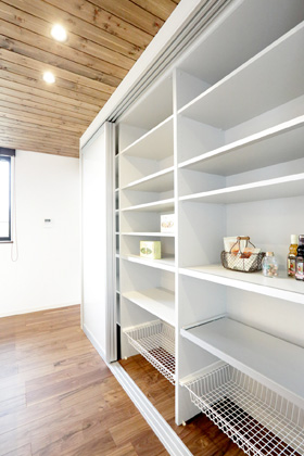 万代ホーム 大容量のキッチン収納