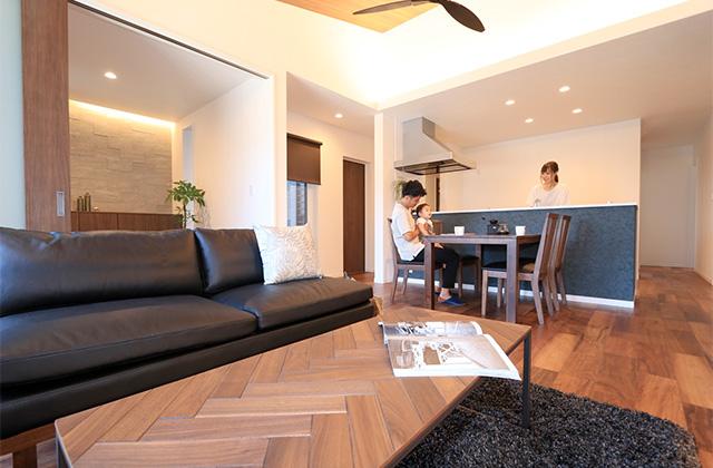 万代ホーム 広々とした玄関に明るい空間と回遊動線があるリゾート風平屋