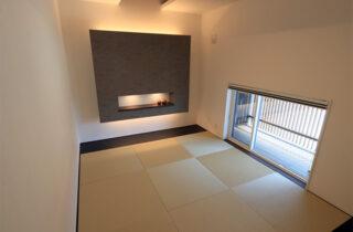 和室 - 万代ホーム - 建築事例 - 広々とした玄関に明るい空間と回遊動線があるリゾート風平屋