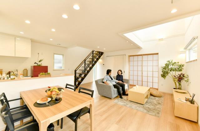 リビング 皇徳寺モデルハウス「和モダンインテリアで無駄のない総2階建ての家」