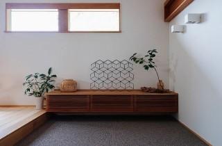 玄関 - 「緑の壁を望む家」(鹿児島市) - ベガハウスの建築事例