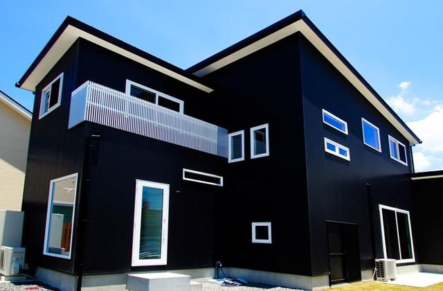 トータルハウジング 宮内モデルハウス G-cube 「黒のガルバリウムが美しい、凛とした存在感のあるモデルハウス」(薩摩川内市)
