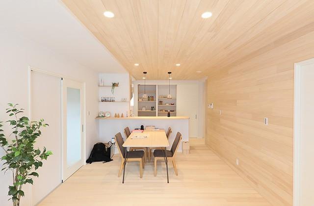冷蔵庫まで隠せるオテキ収納ですっきり片づくキッチンのあるもみの木の家 - もみの木ハウス・かごしま 建築事例