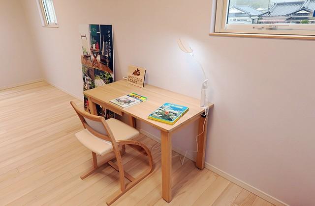 もみの木の学習机 - もみの木ハウス・かごしま 建築事例