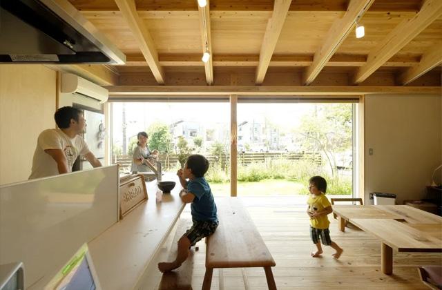 リビング - 開放的な空間で四季を感じられる理想の平屋 - 建築実例 - MOOK HOUSE
