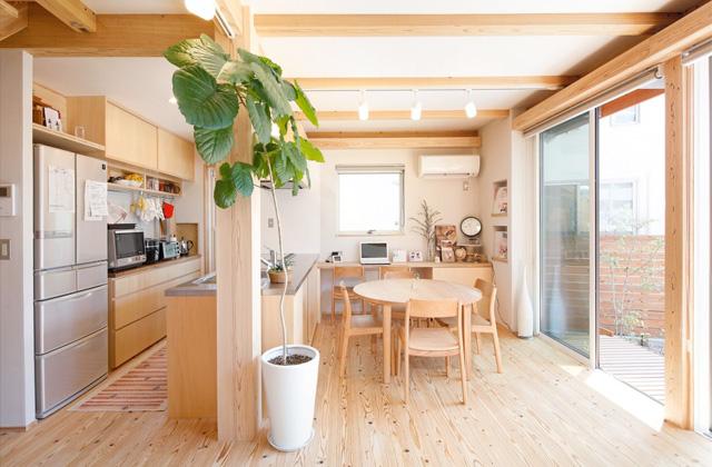 自然とつながる開放的かつ快適な2階建ての家 - 建築実例 - MOOK HOUSE