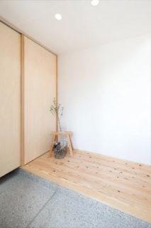 玄関 - 自然とつながる開放的かつ快適な2階建ての家 - 建築実例 - MOOK HOUSE