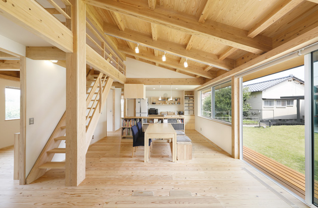 木の香りとぬくもり、家族の気配が伝わる住まい - 建築実例 - MOOK HOUSE