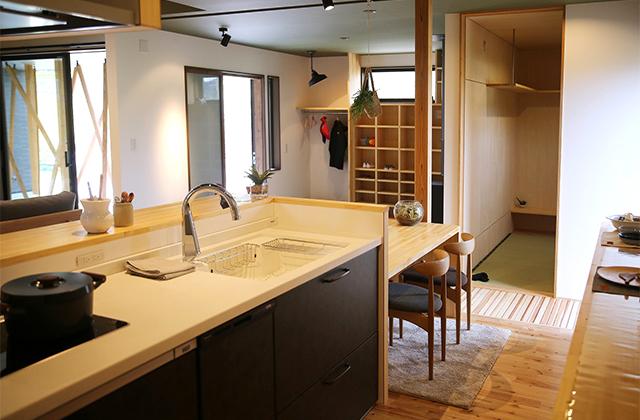 畳が大好きな家族が集まる暖炉と木格子の家-中池組