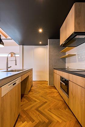 キッチン - 建築事例 中池組 色々な素材を使用したカタログハウス