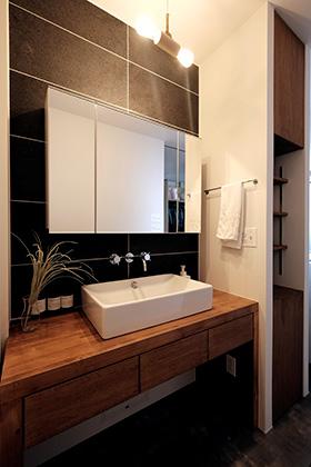 洗面スペース - 建築事例 中池組 色々な素材を使用したカタログハウス