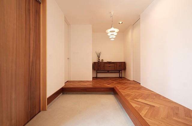玄関 - 建築事例 中池組 色々な素材を使用したカタログハウス