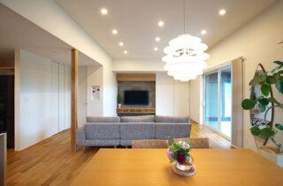 リビング - シンプルなデザインの中にセンスが光る家 - 建築事例 - 中池組