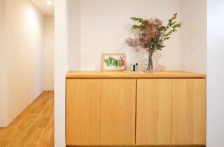 玄関 - シンプルなデザインの中にセンスが光る家 - 建築事例 - 中池組
