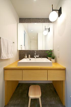 洗面台 - シンプルなデザインの中にセンスが光る家 - 建築事例 - 中池組